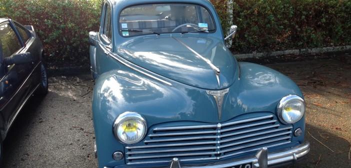 Peugeot 203 bleue