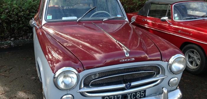 Peugeot 403 rouge