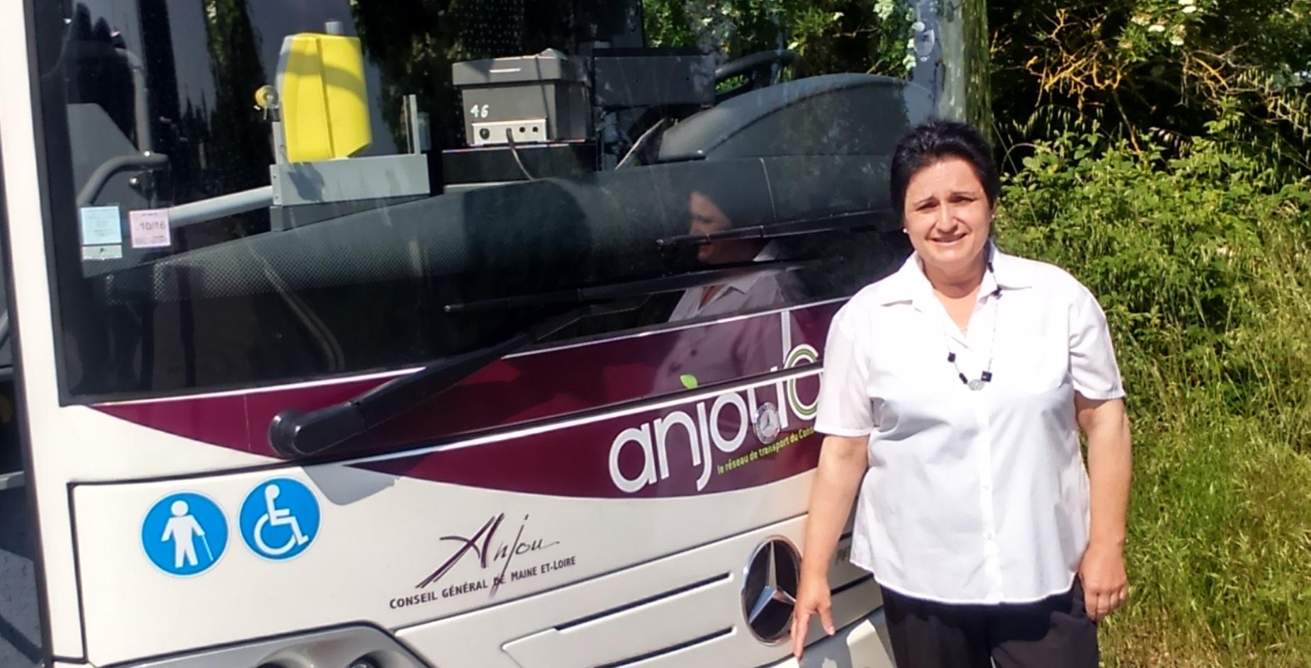 les femmes et l 39 auto anita conductrice du bus depuis 28 ans auto moto magazine. Black Bedroom Furniture Sets. Home Design Ideas