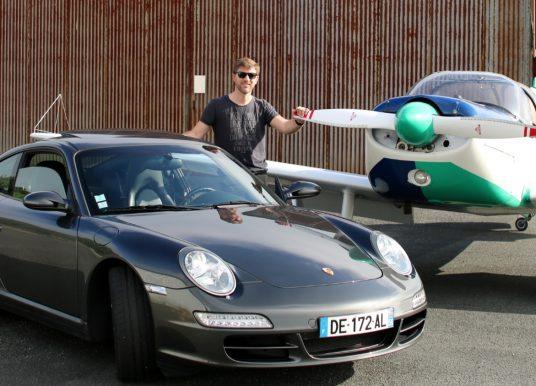 Raphaël Griffon, bijoutier joaillier nantais, aime piloter… aussi bien les Porsche que les avions.