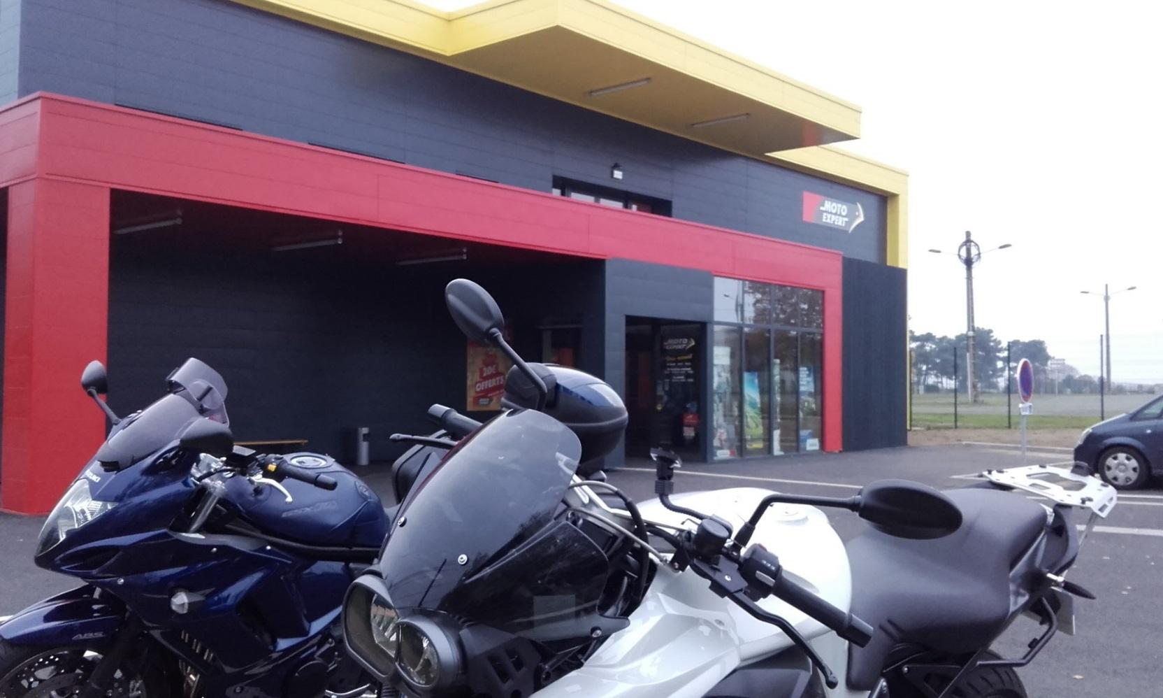 moto expert d m nage et s agrandit auto moto magazine. Black Bedroom Furniture Sets. Home Design Ideas