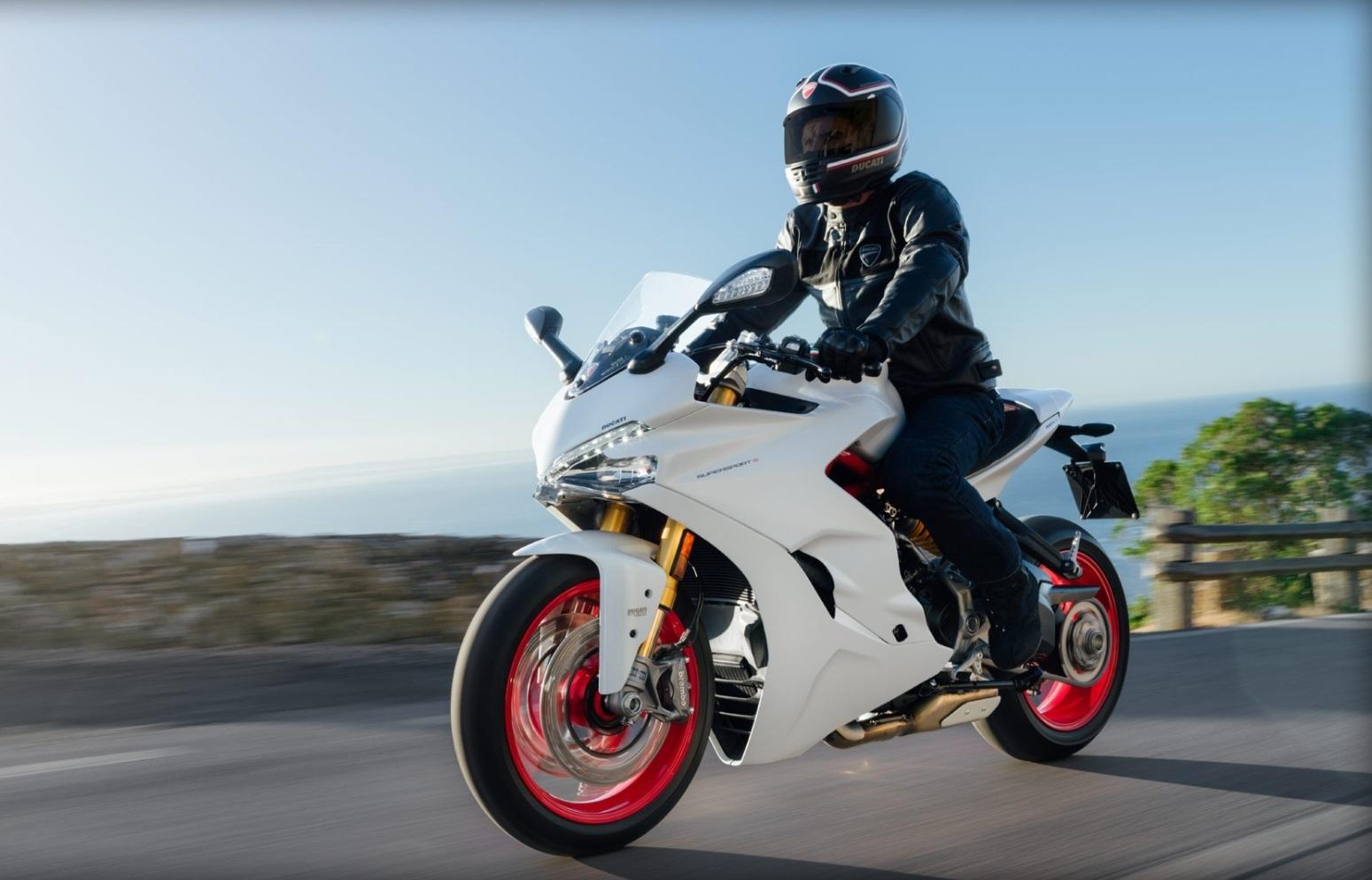 ducati supersport 939 pour rouler vite et bien auto moto magazine. Black Bedroom Furniture Sets. Home Design Ideas