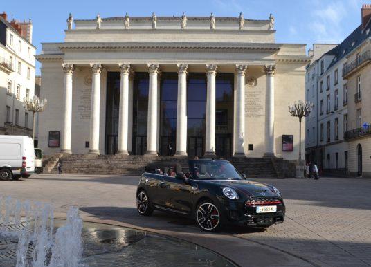 MINI Cabriolet : quand la MINI se décoiffe dans les rues de Nantes
