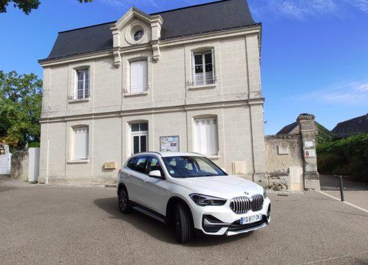 À Tours, Michel Loreille au volant du BMW X1 xDrive25e