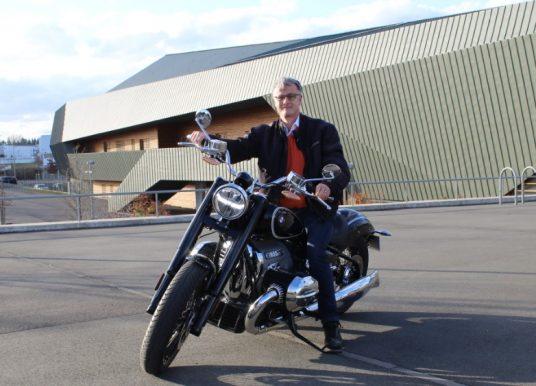 Étienne Loiselet au guidon de la BMW R18